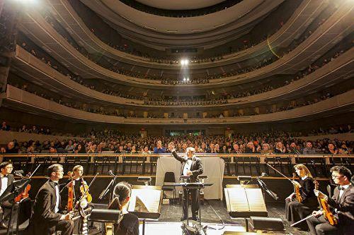 图1:神韵艺术团于二月二十八日至三月二日,在加拿大多伦多四季表演艺术中心上演了四场演出,场场爆满。图为二月二十八日晚演出座无虚席的盛况。