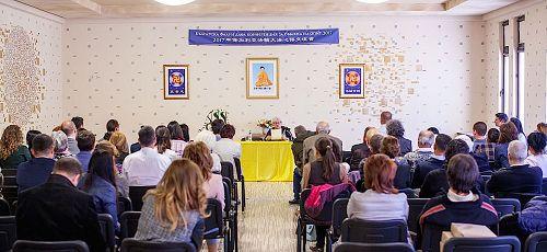 """'图1:二零一七年四月二日,保加利亚法轮功学员在古城——StaraZagora举办""""第六届保加利亚法轮大法修炼心得交流会""""。'"""