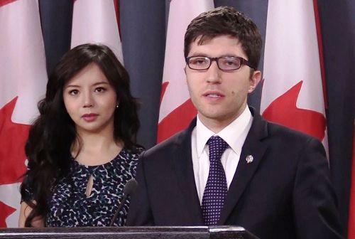 '图1:四月四日上午,加拿大国会议员GarnetGenius在渥太华召开新闻发布会,宣布在国会重新提出C-561法案(BillC-561),打击强制摘取人体器官行为。'