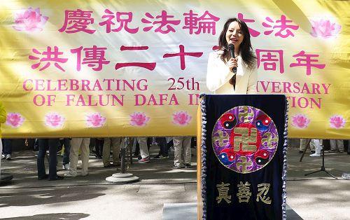万名法轮功学员曼哈顿集会庆祝大法弘传25周年(图)