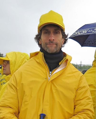 图4:来自加拿大多伦多的法轮功学员乔•契普卡(Joel Chipkar)