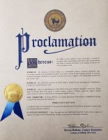 纽约长岛萨福克县(Suffolk County) 执行长史蒂芬•拜隆颁发的褒奖
