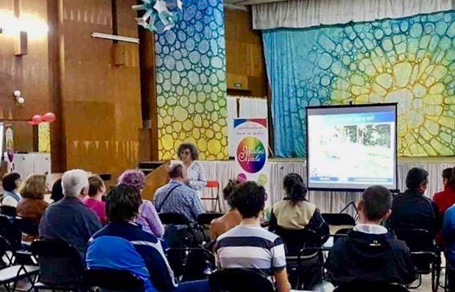 图3:部分法轮功学员在堰博市的青年中心举办了法轮功讲座。(明慧网)