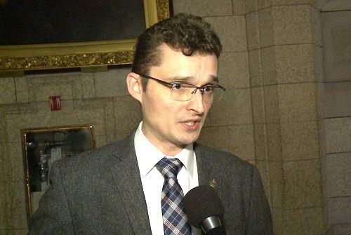 '图1:六月十二日,保守党副外交事务评论家、国会议员TomKmiec要求加拿大政府发声营救孙茜。'