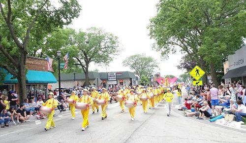 '图1~7:芝加哥法轮功学员参加2017年7月4日的埃文斯顿美国独立日大游行'