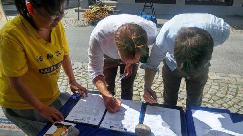 图4-5:哈尔登民众签名制止迫害