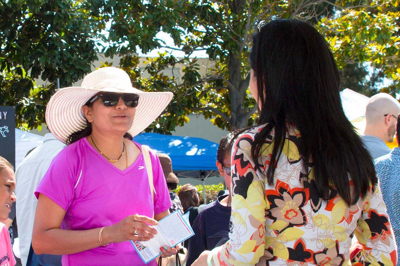 2017年8月5日和6日兩天,美國舊金山灣區佛利蒙市(Fremont)舉辦藝術節,部分法輪功學員來到這裡設置真相展位,向民眾傳播法輪功真相。(明慧網)