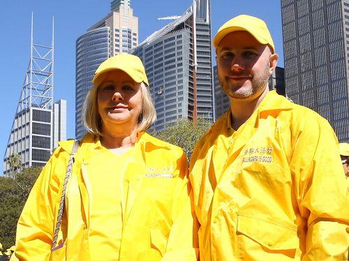 '图5:墨尔本西人法轮功学员Denise和Brian。'