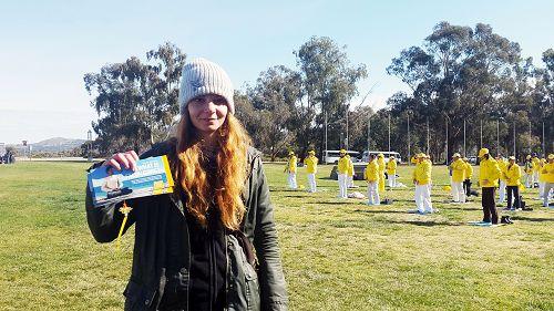 从德国来澳洲旅游的尼克·特克(Nicky Turk)女士支持法轮功反迫害