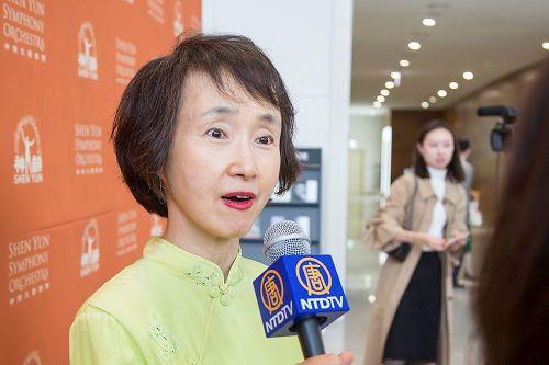 '图7:庆北大学音乐系教授郑旭姬盛赞神韵音乐,表示对中国人来说,是更大的慰藉。'