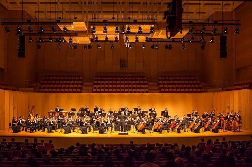 '图9:神韵交响乐团于9月18日晚间,在韩国高阳Aram演唱会大厅举行第二场的压轴演出。'