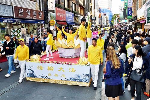 '图3~7:2018年10月13日,韩国首尔,来自亚洲十多个国家的法轮功学员们在首尔市中心举行盛大游行'
