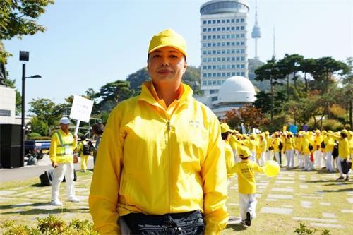 '图24:前奥运游泳名将、韩国法轮功学员黄晓敏'