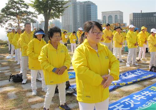 '图25:在韩国名牌企业任职的朝鲜族、法轮功学员林兰英'