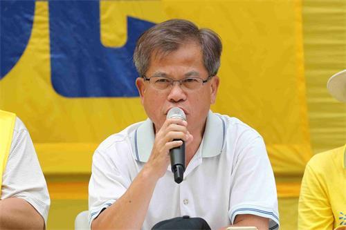 '图6:香港前立法局议员冯智活在集会上发言。'