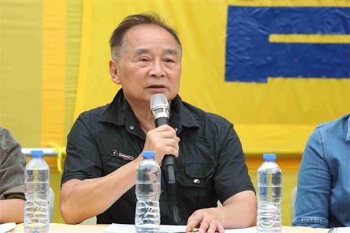 '图7:香港前区议员徐百弟在集会上发言。'
