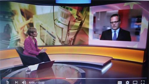 """'图2:二零一八年十月八日,BBC电视台""""影响(Impact)""""栏目播放马修·希尔(MatthewHill)的专门调查""""中国器官移植调查(China'sOrganTransplants),节目播放过程中主持人(PhilippaThomas)在与希尔连线互动'"""