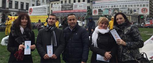 '图3:保加利亚来访者认为活摘器官太恐怖,必须制止。'