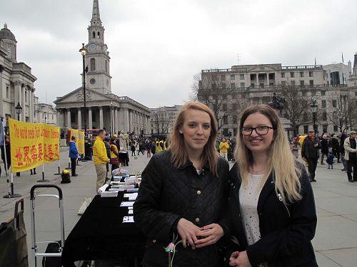 图5: 二零一八年三月二十四日,艾莉(Allie ,右)贝丝(Beth )在伦敦特拉法加广场。