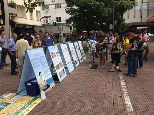 '图10:在Liberdade中心广场展开活动'