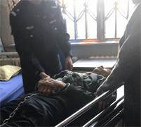 '刘福斌在泰来县医院手脚被手铐脚镣扣在床上'