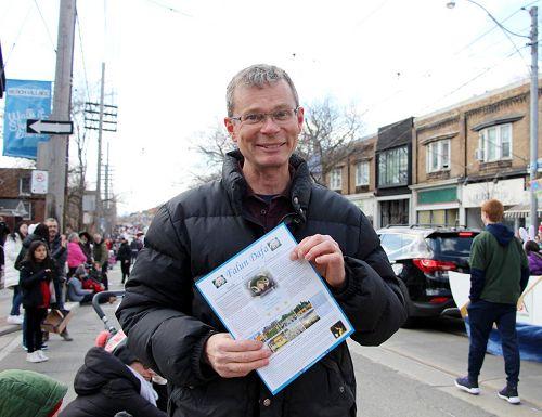 图12:多伦多居民克林特(Clint )表示每年看到天国乐团的到来都非常兴奋。