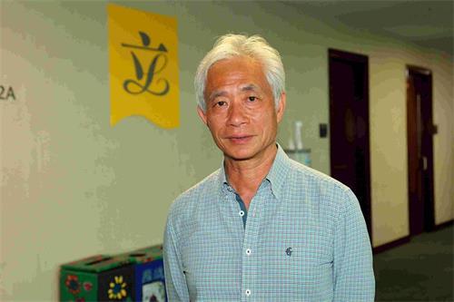 '图6:香港立法会议员梁耀忠敬佩法轮功学员在迫害下坚持信仰'