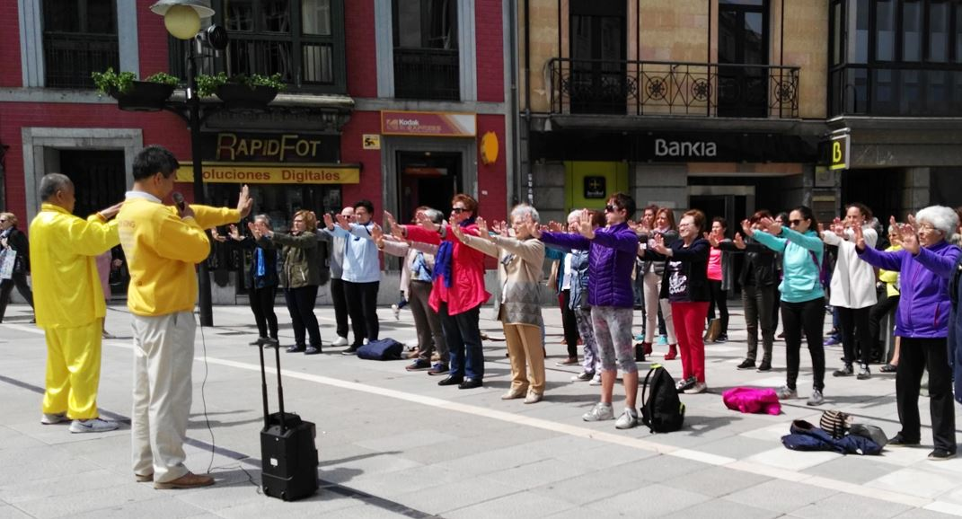 http://www.minghui.org/mh/article_images/2018-5-23-spain-oviedo-intro-and-teaching_06.jpg