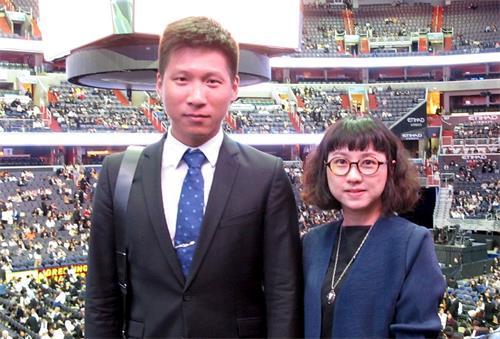 '图3:来自台湾的年轻建筑工程师吴家玮和胡馨云表示每次参加法会给自己注入一股更精進修炼的动力,督促自己实修。'