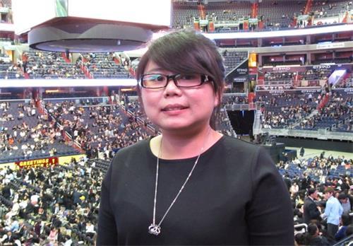 '图4:罗立惠修炼后身心有很大的改变,人生观变的很乐观开朗,她非常珍惜每年参加国际法会的殊胜机缘。'
