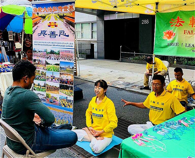 http://www.minghui.org/mh/article_images/2018-8-1-nyc-lexington-avenue-merchandise-fair_02.jpg