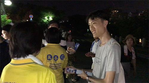 '图11:正在中国大陆院校就读的台湾小伙子,明真相后笑了'
