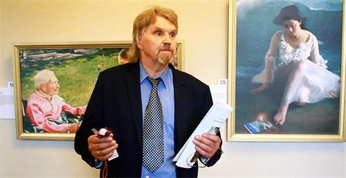 '图6:著名艺术家帕尔教授'