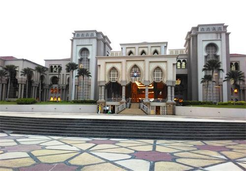'图1:马来西亚柔佛州新山伊斯干达(KotaIskandar,JohorBahru)州政府办公楼。'