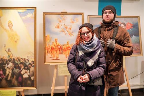 '图4:大学生纳斯佳(Nastya)(左)和马克西姆(Maksim)'