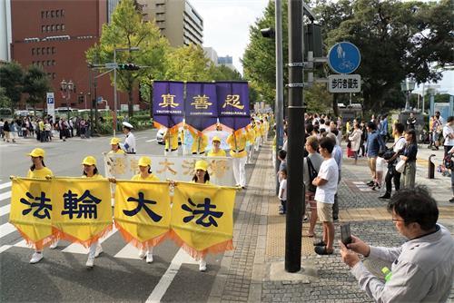 '图1~3:二零一九年十月六日,日本法轮功学员在横滨繁华区举办反迫害大游行。'