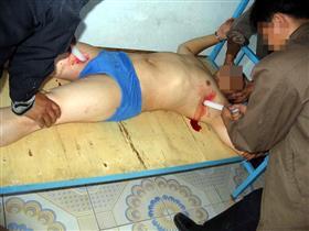 中共酷刑示意圖:小白龍「鑽體」