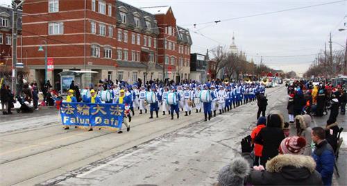 '图1~3:09:二零一九年十二月七日(星期六),由多伦多法轮功学员组成的天国乐团应邀参加了加拿大的两场圣诞游行。'