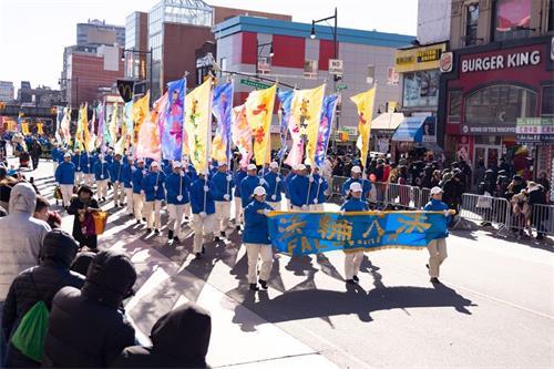 '图1~10:二零一九年二月九日,法轮功学员参加了一年一度在法拉盛举办的纽约华人中国新年大游行。声势浩大的队伍,受到了社区民众的瞩目和赞扬。'