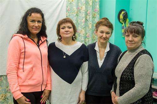 左数第二个是伊琳娜?雅帕洛娃(Irina Yapparova)女士