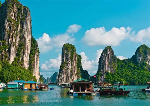 越南下龙湾的山水景色