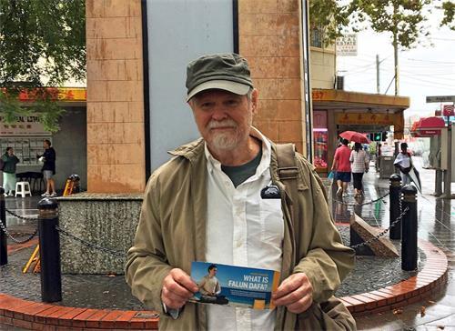 '图4:澳洲退休教师菲利普·皮尔格里姆(PhilipPilgrim)希望传播法轮功真相,帮助尽快制止邪恶。'