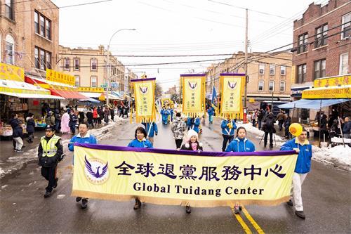 '图1~11:近千名法轮功学员在纽约的第三大华人社区——布碌仑八大道举行盛大游行。'