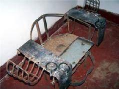 '中共迫害法轮功学员的刑具:铁椅子'