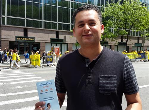 圖36:費城電腦軟件發展工程師尼拉斯·比爾(Neeras Bir)表示:法輪功學員把祥和、慈善的美好能量帶給紐約和無條件的公開傳送給各民族和國家。