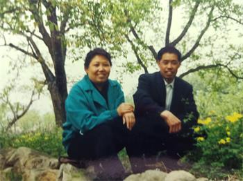 徐俊明和丈夫孙福义年轻时的照片