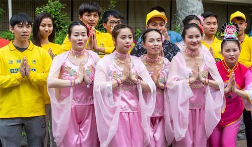 '图9:在日本的越南学员恭祝师尊生日快乐(左前三为LettyVinHoa)'