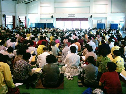 图1:来自台湾中部地区五县市部份法轮功学员,齐聚一堂,比学比修,互勉精進。
