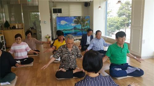 韩国自然疗法专业博士赞叹法轮功(图)