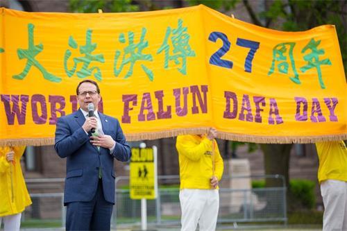 '图5:安省议员、安省绿党领袖施赖纳(MikeSchreiner)赞颂法轮功造福社会。'